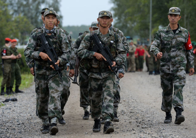 Żołnierze sił zbrojnych Chin podczas konkursu Najlepszy zwiadowca  w ramach międzynarodowych gier militarnych 2017