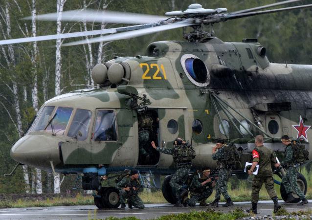 Żołnierze sił zbrojnych Kazachstanu podczas konkursu Najlepszy zwiadowca  w ramach międzynarodowych gier militarnych 2017
