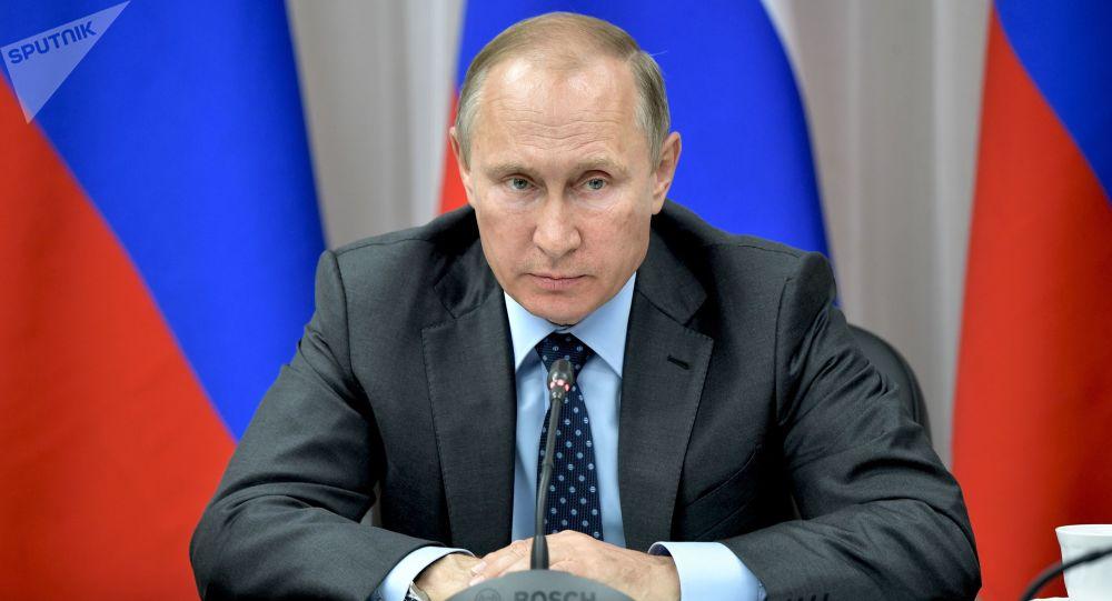 Prezydent Rosji Władimir Putin na spotkaniu poświęconym kwestiom realizacji dużych projektów inwestycyjnych na Dalekim Wschodzie
