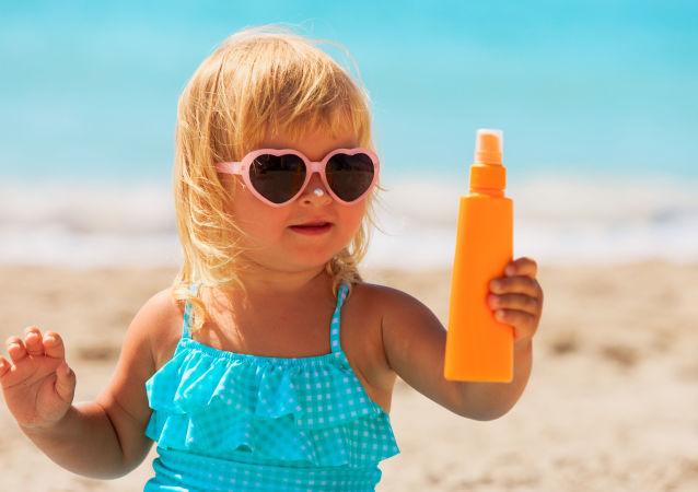 Rosyjscy naukowcy przeprowadzili szereg testów, które wykazały, że kremy przeciwsłoneczne nie zawsze przynoszą korzyści naszemu zdrowiu