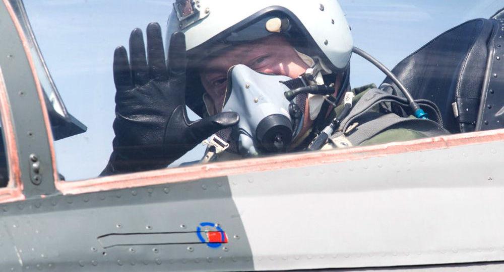 Poroszenko w kabinie MiG-29