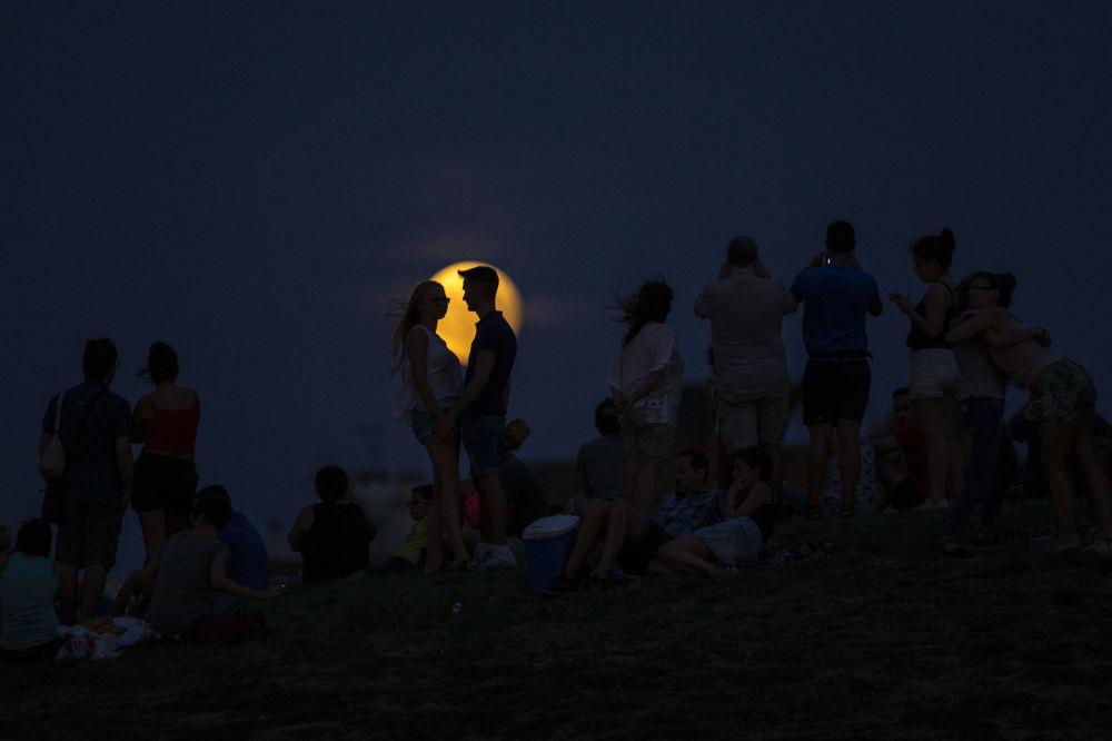Częściowe zaćmienie Księżyca, Hiszpania