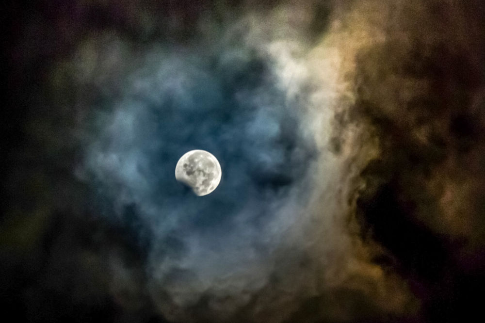 Częściowe zaćmienie Księżyca, Indonezja