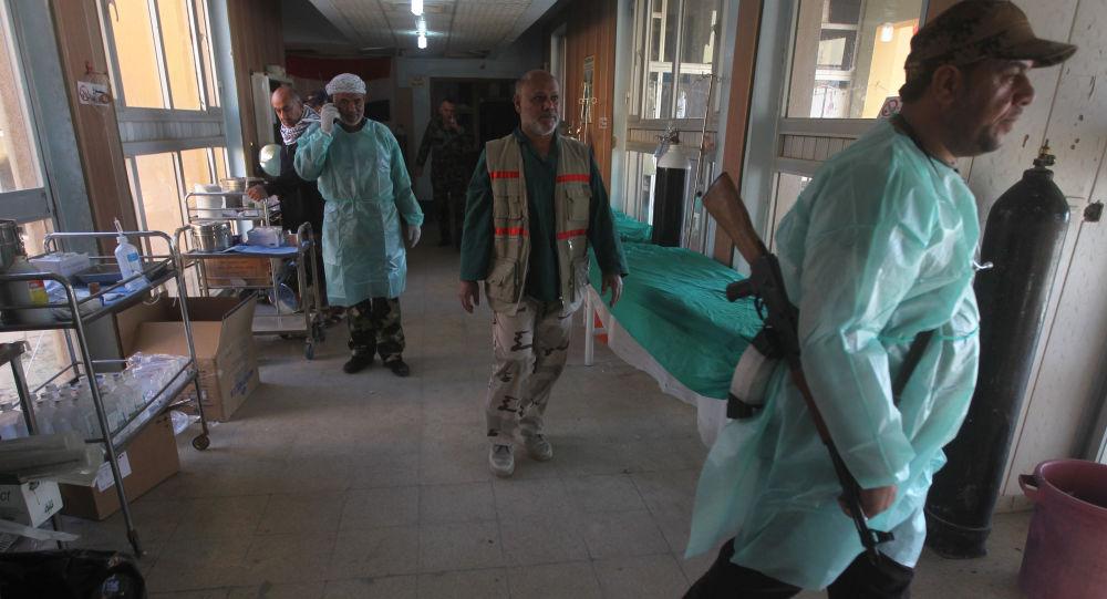 Iraccy lekarze w szpitalu we wsi Awja w Iraku. Zdjęcie archiwalne