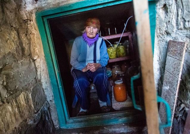 586 tys. Ukraińców, którzy mieszkają w strefie konfliktu w Donbasie, nie otrzymuje emerytur i świadczeń socjalnych