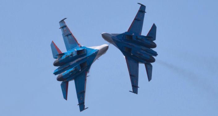 Pilotaż grupy Russkije Witjazi na samolotach Su-27 w Petersburgu