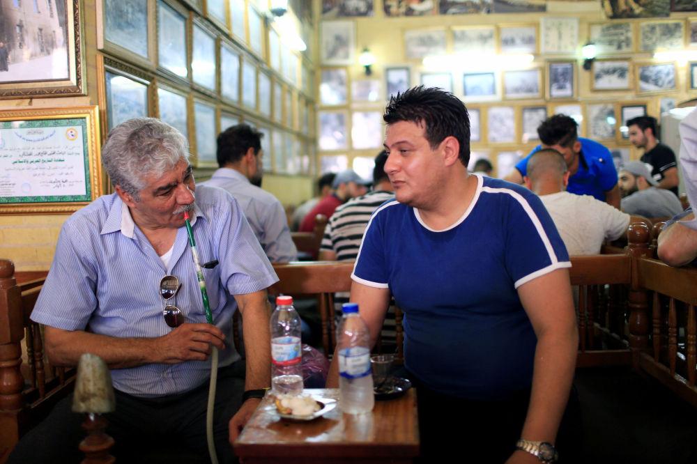 Mieszkańcy Bagdadu w pubie Shahbandar