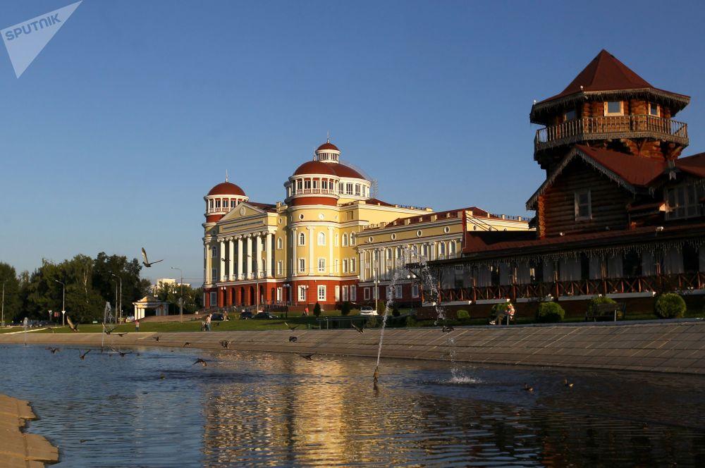 Widok na muzealno-archiwalny kompleks i  Mordowskie Podworie w Sarańsku.