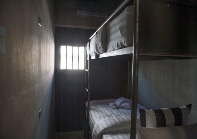 Hotel stylizowany na więzienie