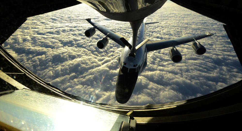 Tankowanie amerykańskiego samolotu RC-135W w powietrzu