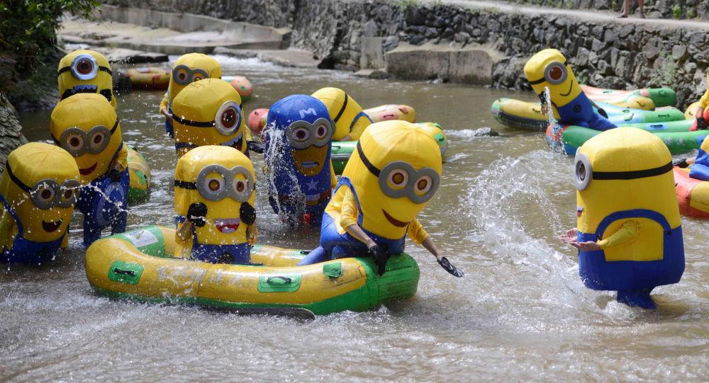 Ludzie w kostiumach Minionów w prowincji Hunan