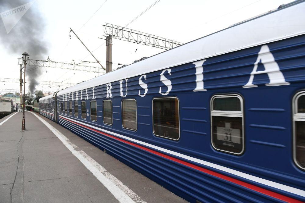 Wagon pociągu turystycznego Carska Rosja wyruszającego w podróż z Moskwy do Pekinu