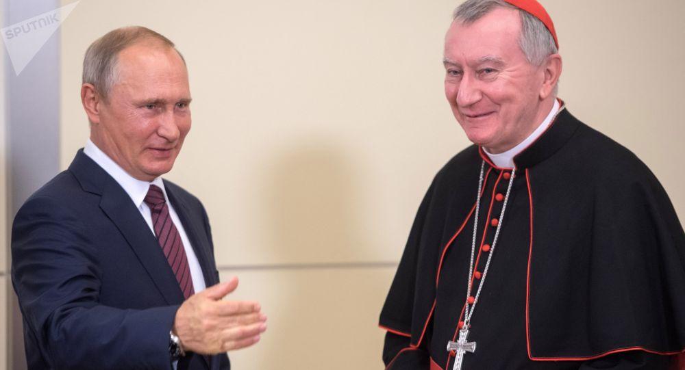 Prezydent Rosji Władimir Putin i sekretarz stanu Watykanu Pietro Parolin