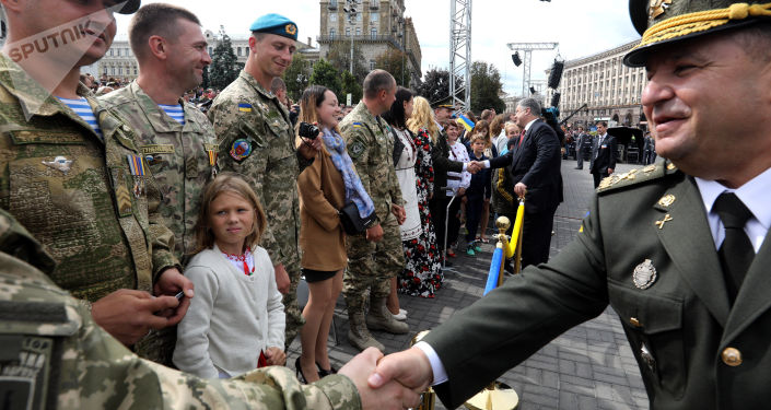 Minister obrony Ukrainy Stepan Poltorak i prezydent Ukrainy Petro Poroszenko podczas parady z okazji Dnia Niepodległości w Kijowie