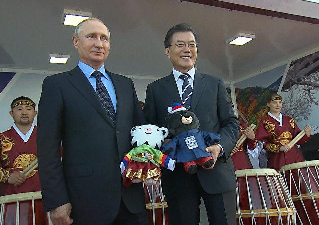 Władimir Putin został obdarowany przez prezydenta Korei Południowej