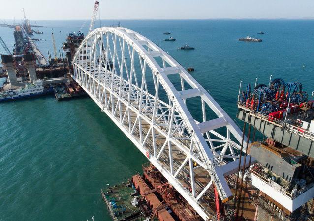 Łuk kolejowy Mostu Krymskiego