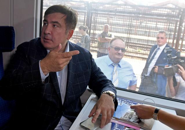 Były prezydent Gruzji Michaił Saakaszwili w pociągu kursującym na Ukrainę