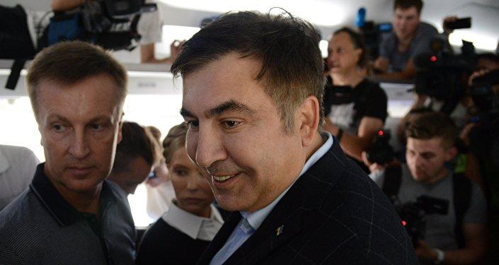 Michaił Saakaszwili w wagonie pociągu na dworcu polskiego Przemyśla.