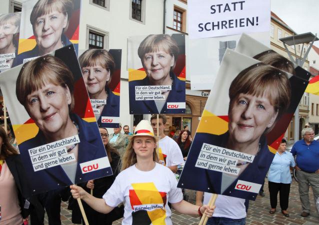 Zwolennicy niemieckiej kanclerz Angeli Merkel