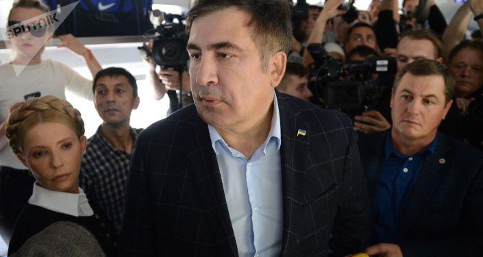 Były prezydent Gruzji, były gubernator obwodu odeskiego Micheil Saakaszwili w wagonie pociągu na dworcu kolejowym w Przemyślu
