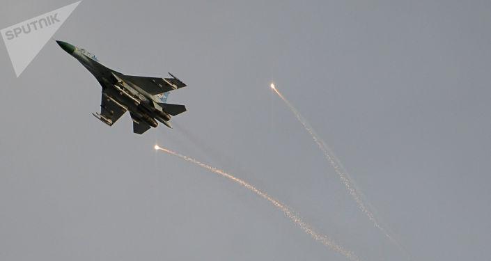 Myśliwiec ukraińskiej armii na niebie nad Ługańskiem. Zdjęcie archiwalne