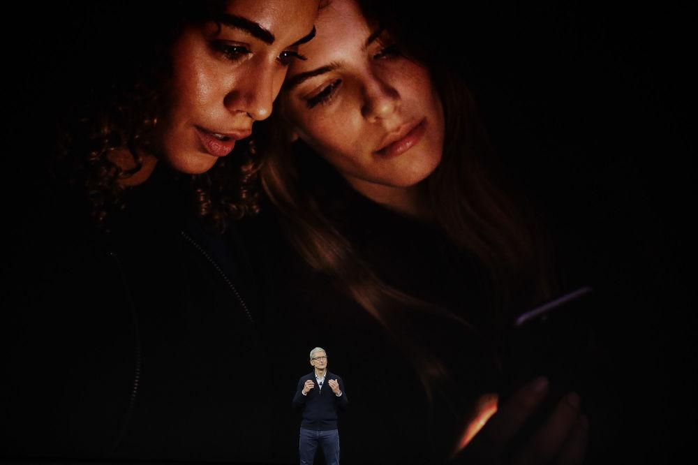 Tim Cook - dyrektor generalny Apple podczas prezentacji iPhone 8 w Kalifornii