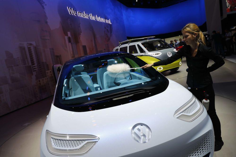 Samochód Volkswagen id podczas Międzynarodowego Salonu Motoryzacyjnego we Frankfurcie