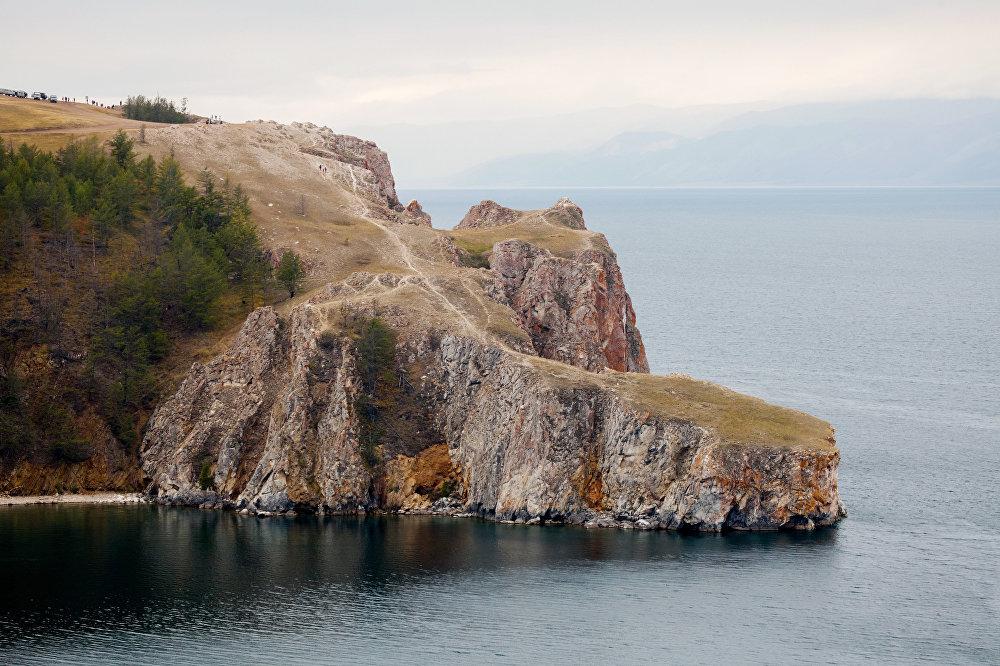 Przylądek Sagan-Chuszun (Biały przylądek po buriacku) na wyspie Olchon.