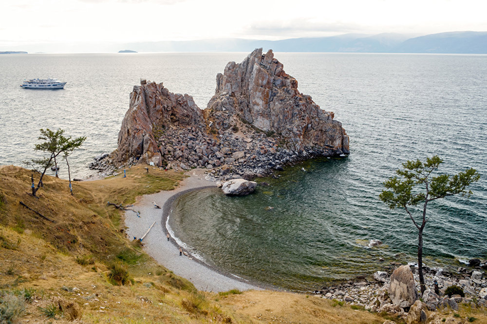 Przylądek-skała Szamanka (Burchan) na wyspie Olchon.