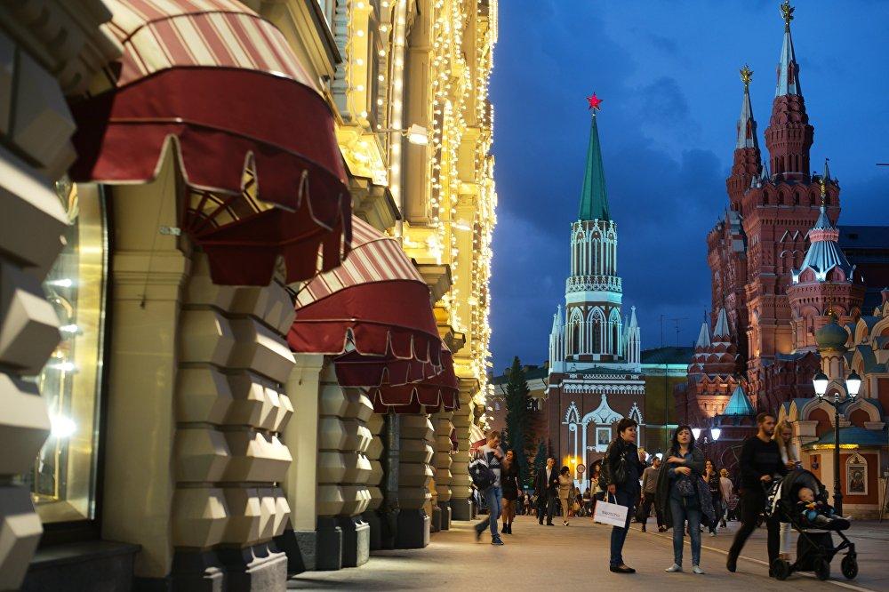 Nazwa ulicy pochodzi od nazwy klasztoru św. Mikołaja, który kiedyś istniał w tym miejscu.