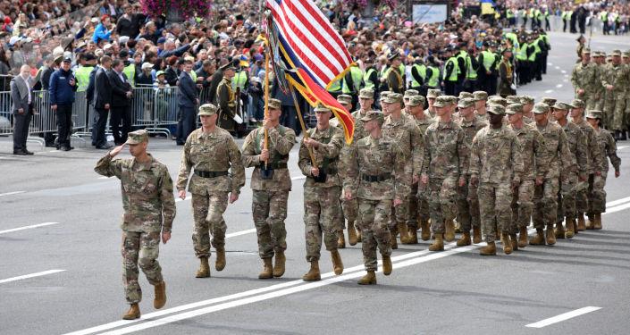 Amerykańscy wojskowi na defiladzie z okazji Dnia Niepodległości w Kijowie