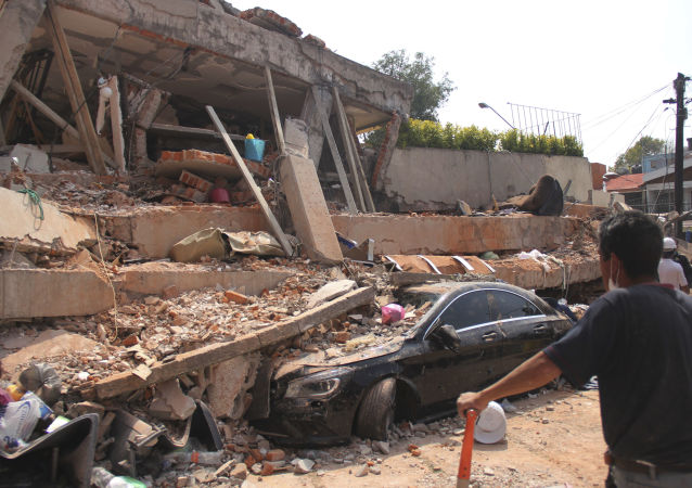 Zniszczona w wyniku trzęsienia ziemi szkoła w Meksyku