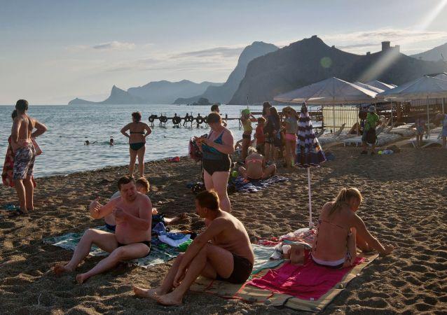 Wypoczynek na plaży w Sudaku