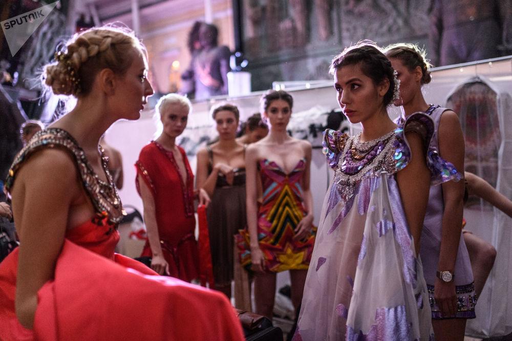 Pokaz mody został zorganizowany w Galerii Sztuki Zuraba Cereteli.