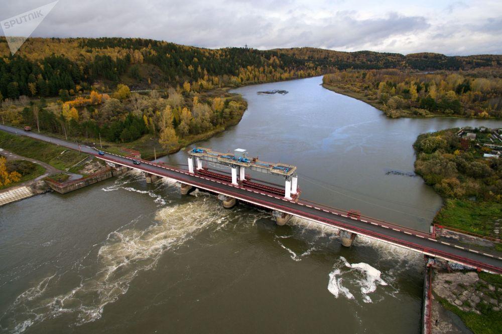Zapora na rzece Chulym na terytorium Krasnojarska