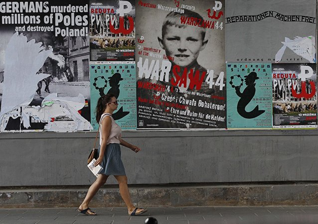 Plakaty z apelem o reparacje od Niemiec
