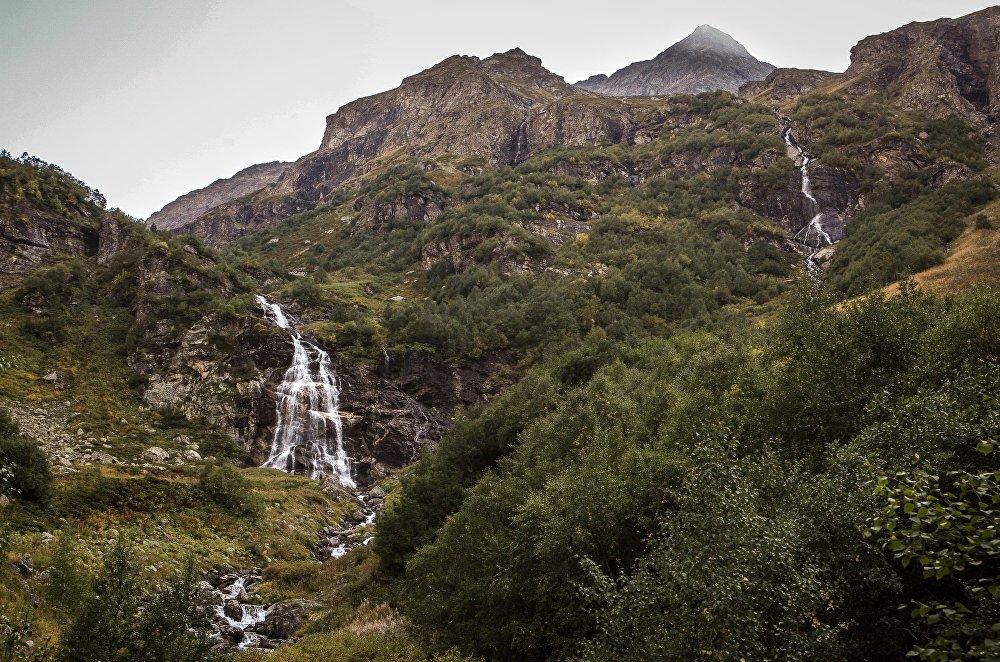 Imeretyńskie wodospady na terenie wschodniej części Kaukaskiego Rezerwatu Biosfery (Republika Karaczajo-Czerkiesji).