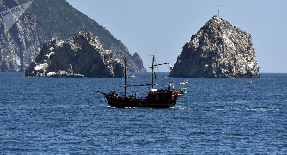 Statki wycieczkowe w akwenie Gurzufu