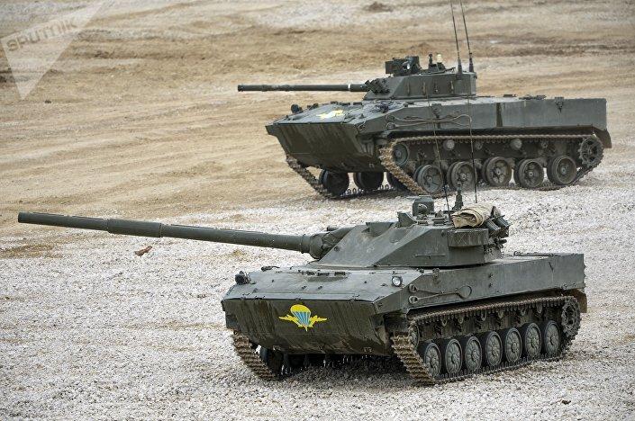 """Bojowy wóz piechoty BMD-4 i """"Sprut"""""""
