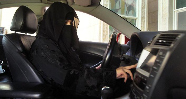 Saudyjska kobieta za kierownicą