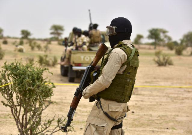 Patrol wojskowy w Nigrze. Zdjęcie archiwalne