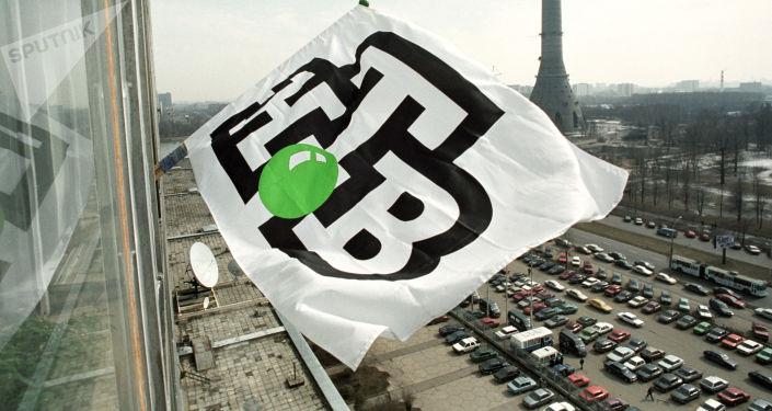 Flaga z logiem telewizji NTV