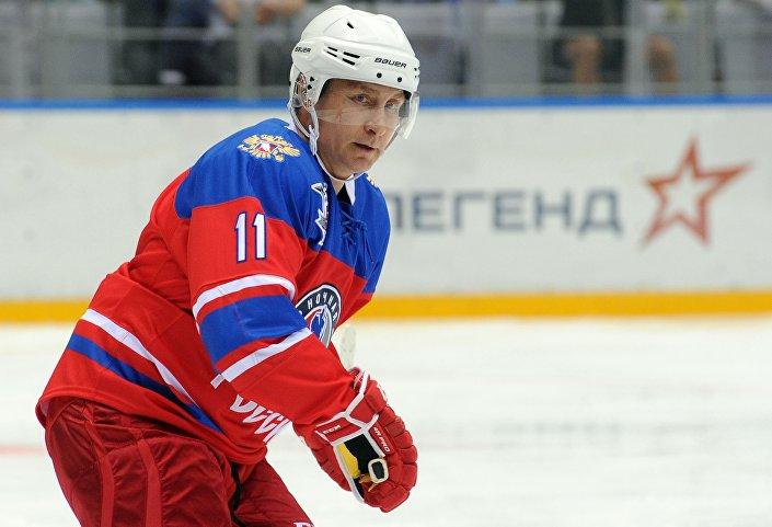 Władimir Putin na turnieju Nocnej Ligi Hokejowej w Soczi, 10.05.2016 r.