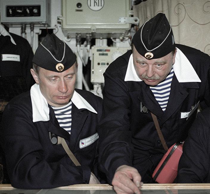 Władimir Putin w atomowej łodzi podwodnej Karelia