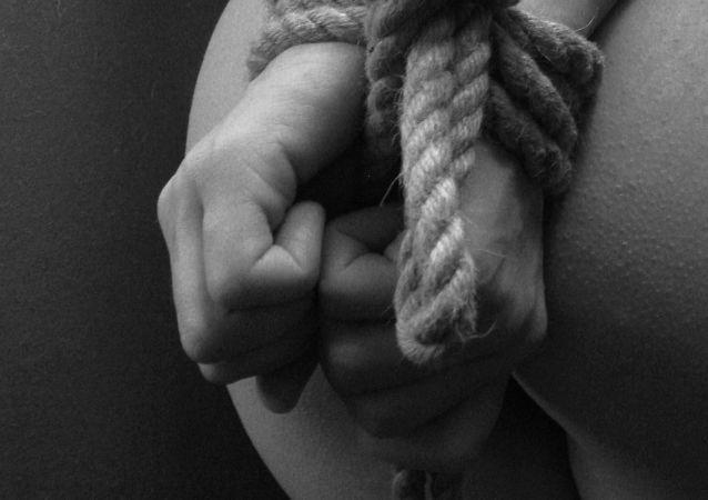 Włoska policja aresztowała mieszkańca Sycylii, który przetrzymywał w niewoli Rosjankę