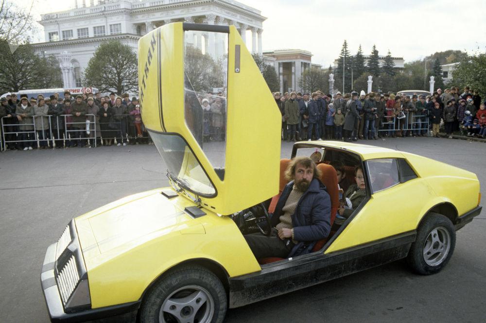 Samochód Katran, wykonany przez mistrzów Ukraińskiej Demokratycznej Republiki Ludowej, 1985 rok