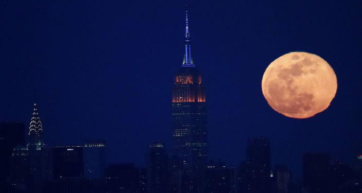 Pełnia księżyca w Nowym Jorku