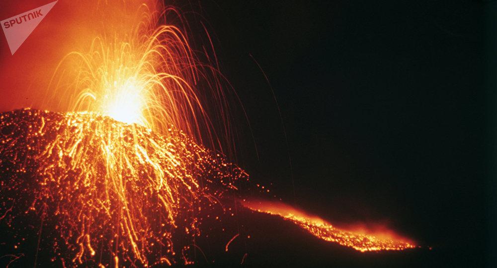 Wybuch wulkanu Tołbaczik na Kamczatce, Rosja