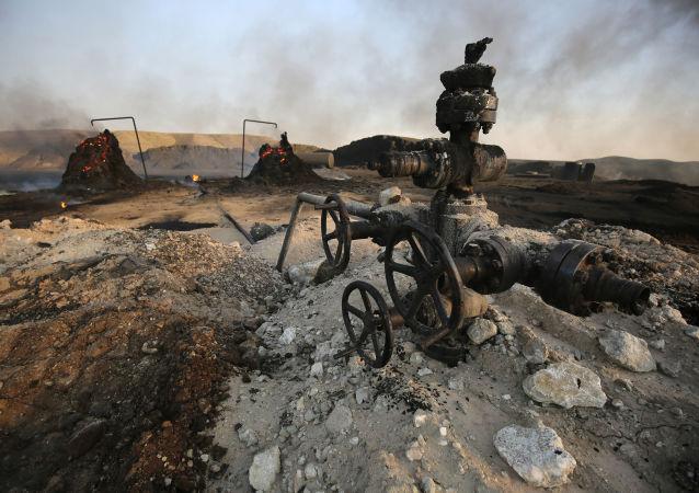 Złoże ropy naftowej przejęte przez terrorystów PI uciekających przed iracką armią rządową w prowincji Kirkuk
