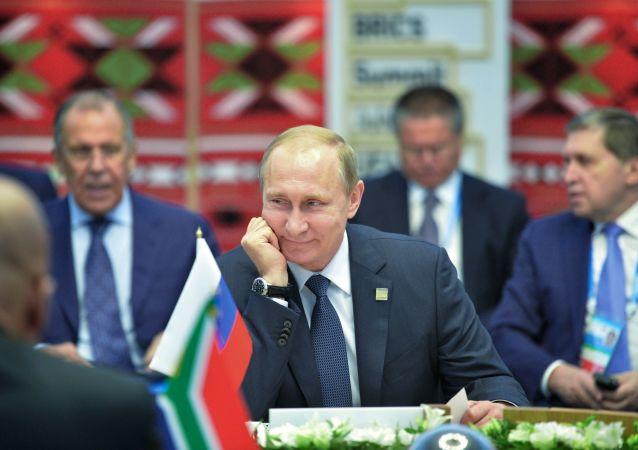 Prezydent Rosji Władimir Putin podczas spotkania z liderami krajów BRICS w wąskim gronie